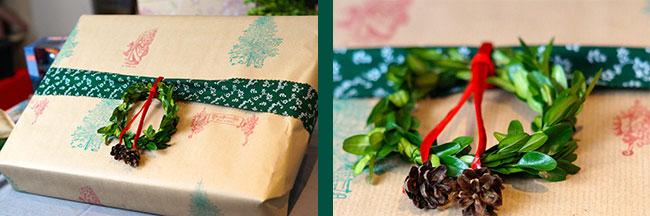 Geschenkpapier bestempelt und mit einem kleinen Kranz geschmückt