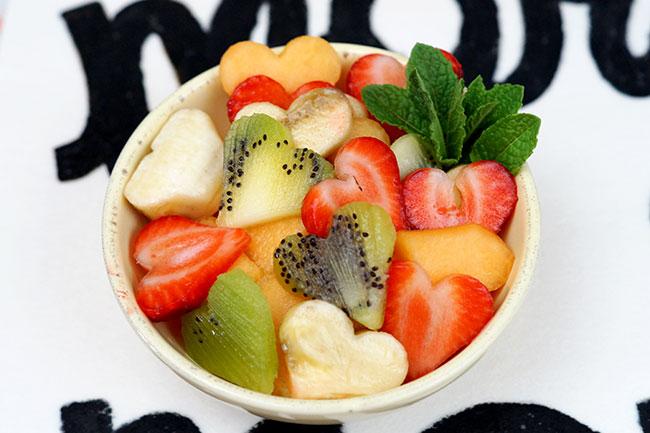 Früchtesalat in Herzform - Mit Liebe zubereitet