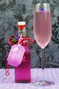 Prosecco mit Veilchensirup