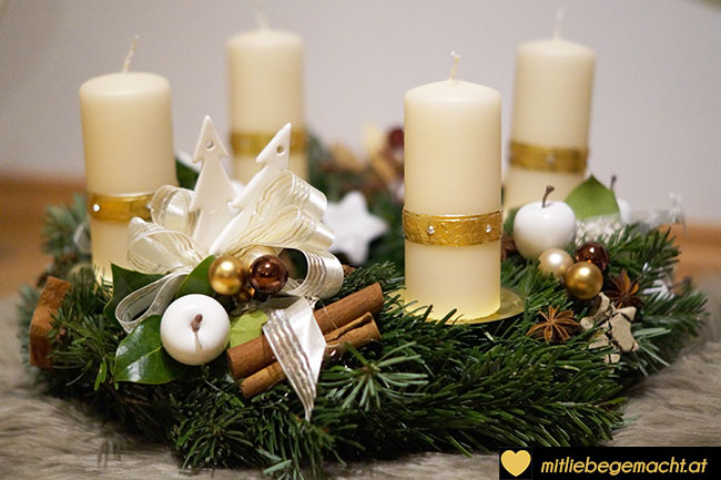 adventskranz fertig dekoriert mit liebe gemacht mit. Black Bedroom Furniture Sets. Home Design Ideas