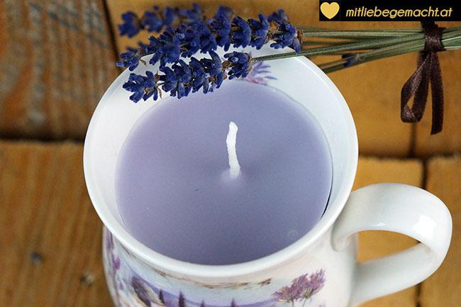 duftende Lavendelkerze