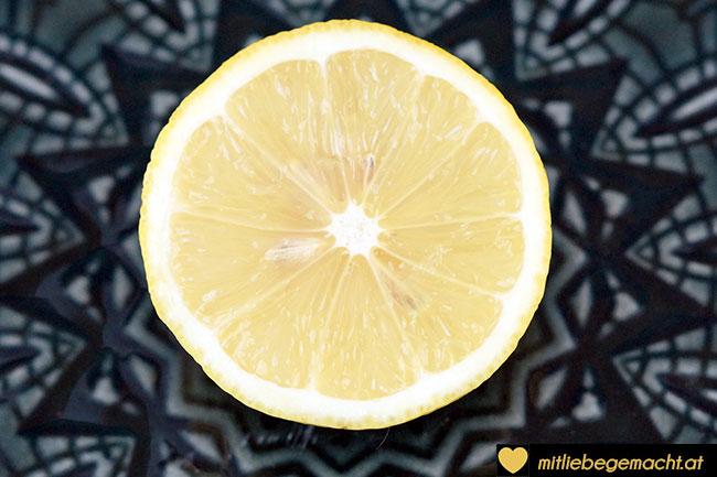 Saft einer Biozitrone - Zutaten Pflegemaske Naturkosmetik
