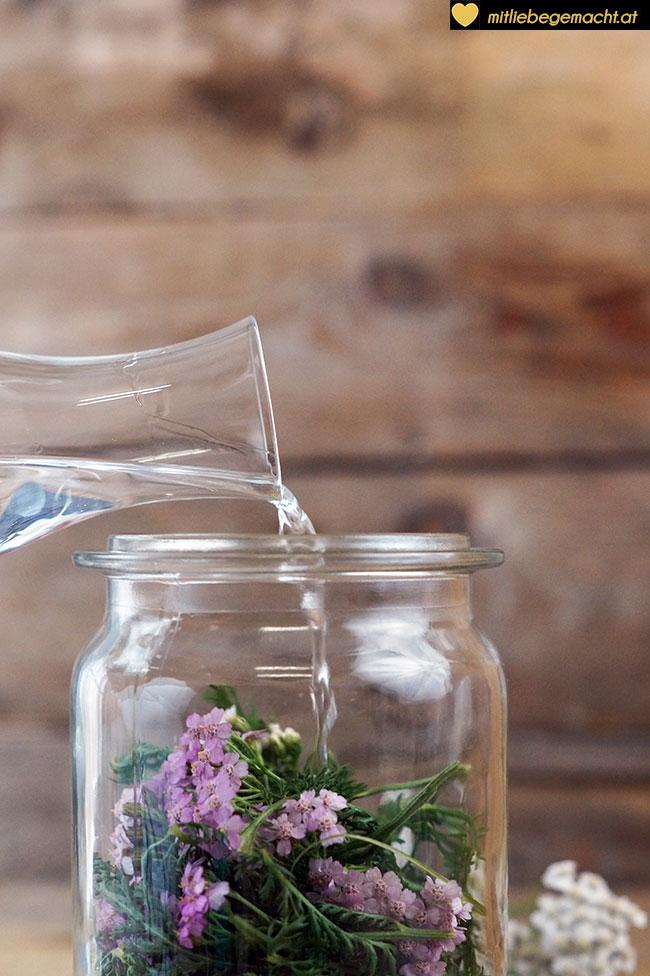Blüten & Blätter mit Wodka auffüllen