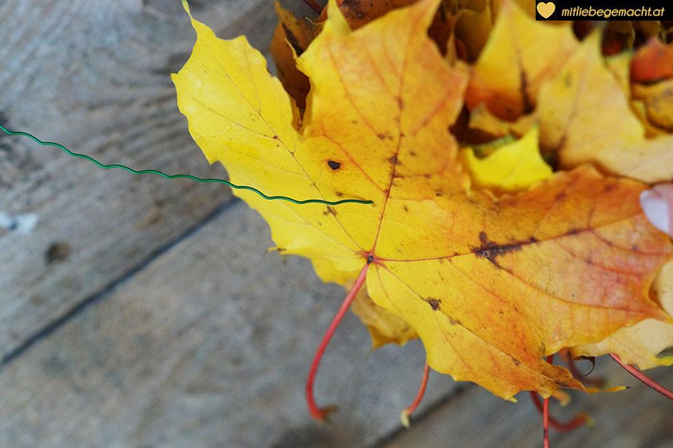 Bunte Blätter ergeben einen wunderschönen Kranz