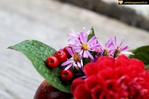 Blätter, Blumen und Beeren