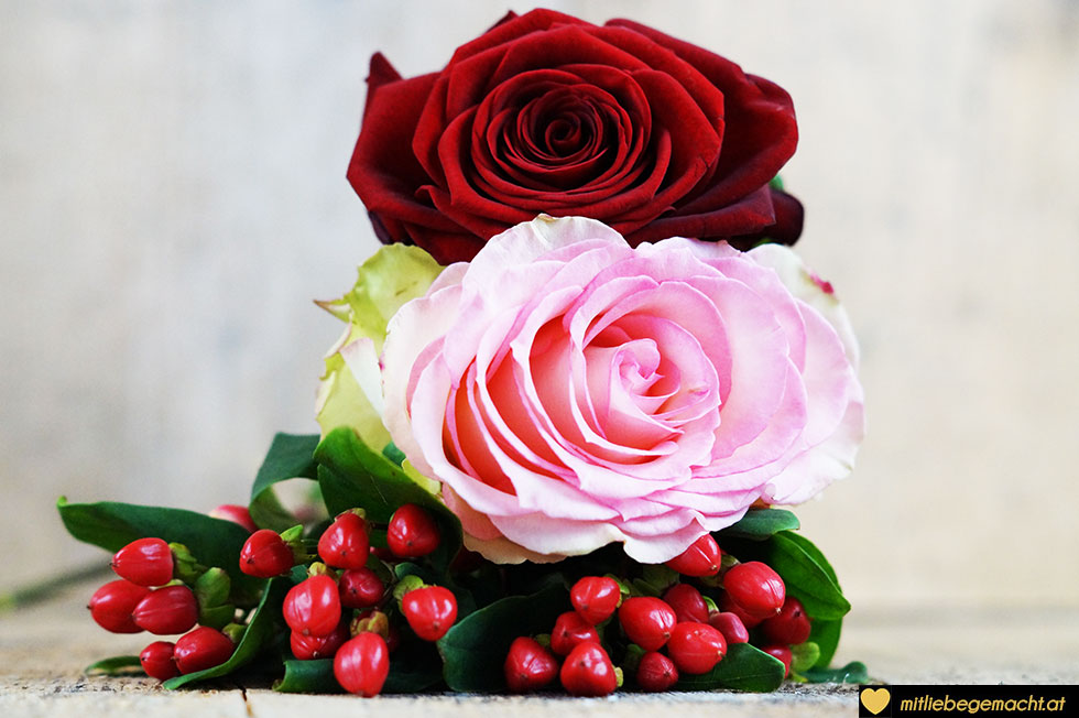 Rosen und Beeren werden in haltbare Blumen zu verwandelt
