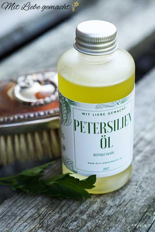 Reinigungsöl mit Petersilie für fette Haut