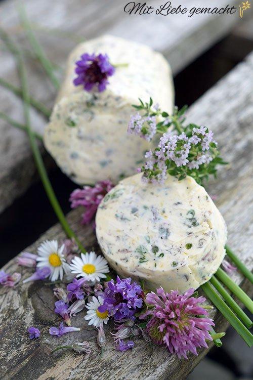 Kräuter-Blütenbutter mit herrlichem Geschmack