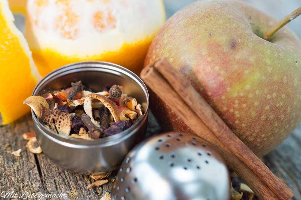 Apfel, Zimt und Orangenschalen runden den Tee ab
