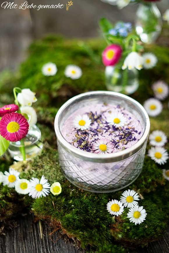 Gänseblümchen und Veilchen für frühlingsfrische Haut