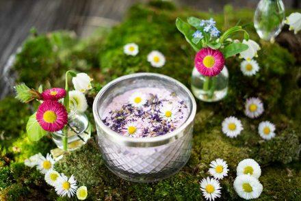 Blüten Gesichtsmaske mit Gänseblümchen und Veilchen