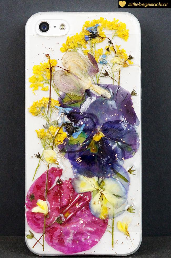 Weiße Handyhülle mit Blüten