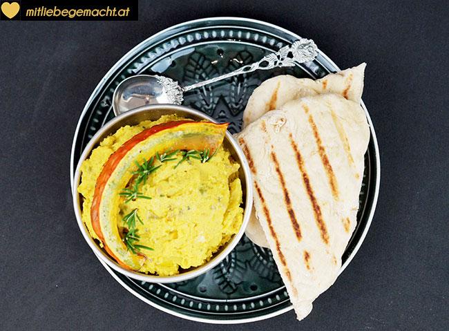 Ein perfektes Duo - Kürbis Hummus mit Fladenbrote