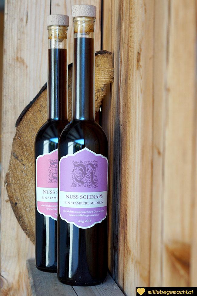 Nussschnaps Etiketten in rosa und violett