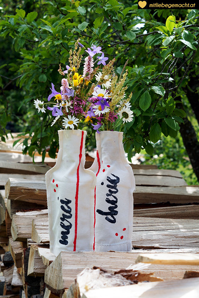 Upcycling Idee: Vasen mit Wiesenblumen