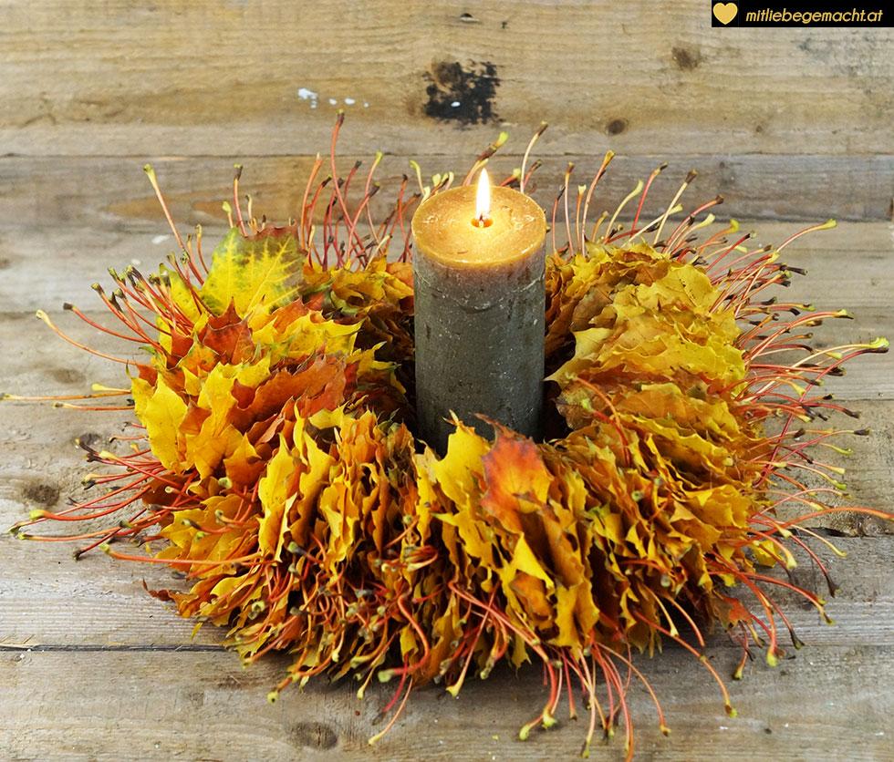 wunderschöne Deko für den Herbst mit einer Kerze