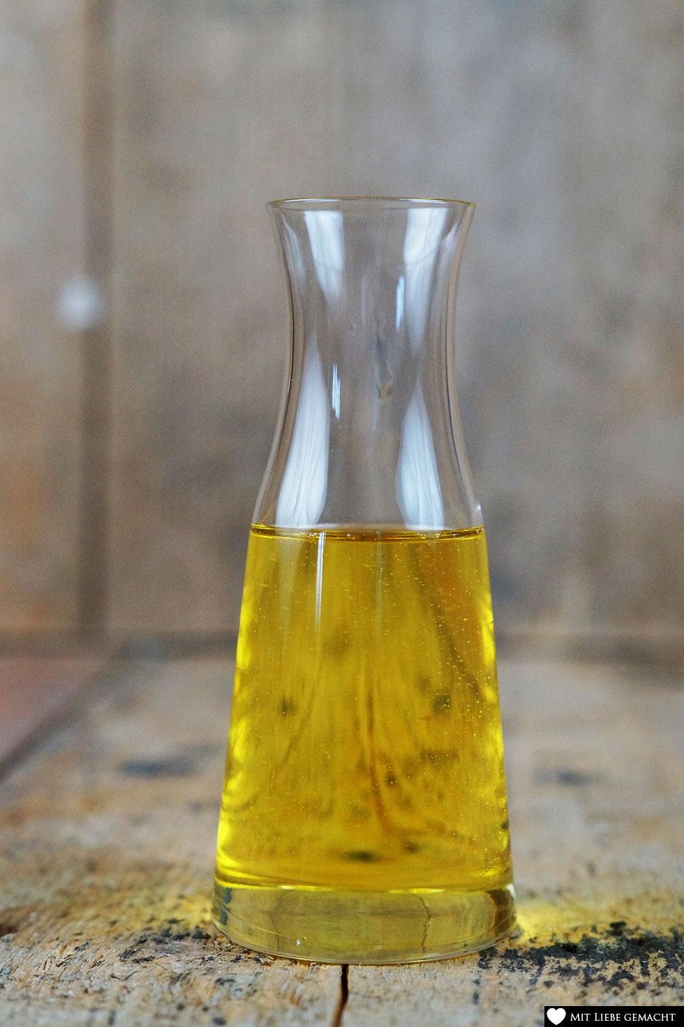 Mandelöl als pflegendes Öl passt perfekt in unser Rosenpeeling