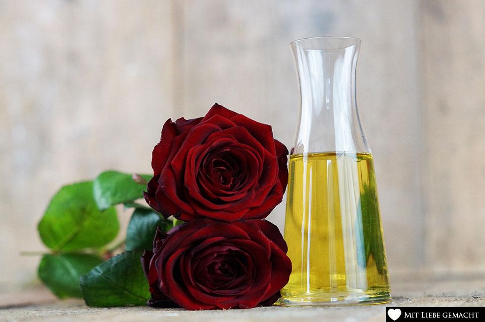 Rosenmassageöl für sinnliche Stunden zu zweit