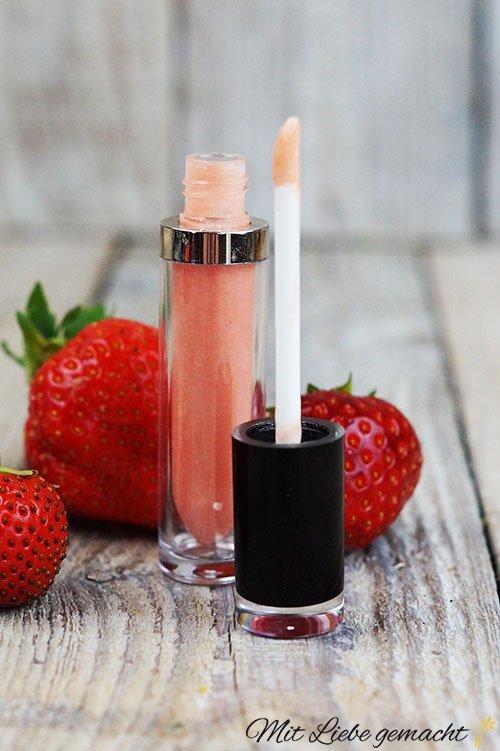 Natürlicher Lipgloss für zarte Lippen