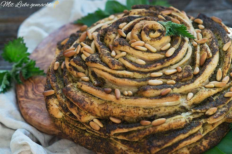 Kräuter und frisches Brot