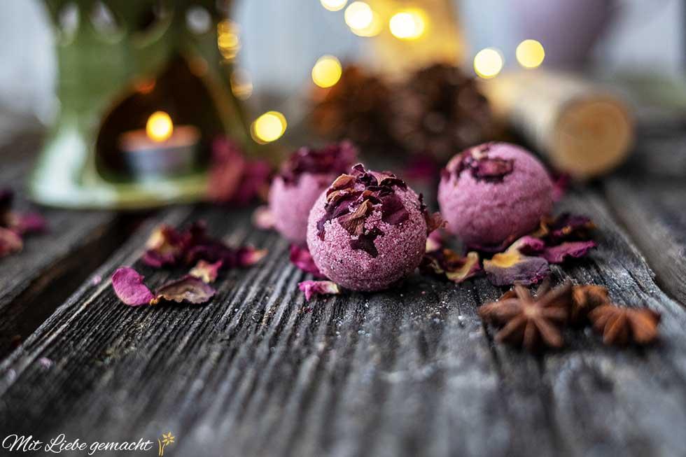 zum Entspannen - Rosenbadebomben
