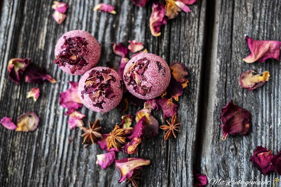 schönes Geschenk - duftende Rosenbadebomben