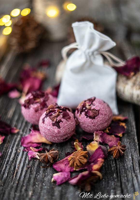 schönes Geschenk - Rosenbadebomben