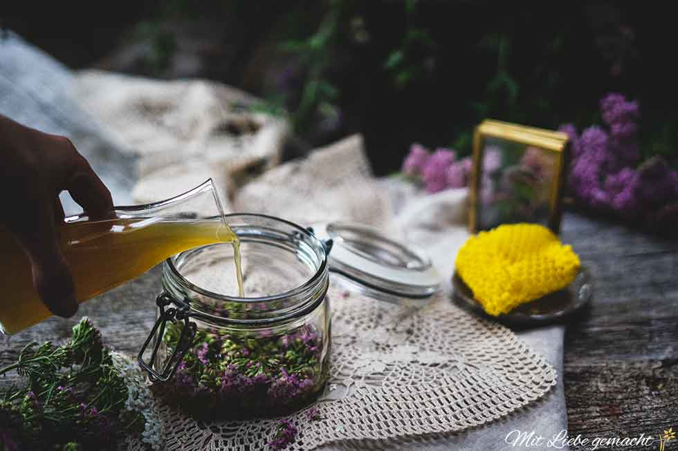 Essig und Honig als Basis für das Oxymel