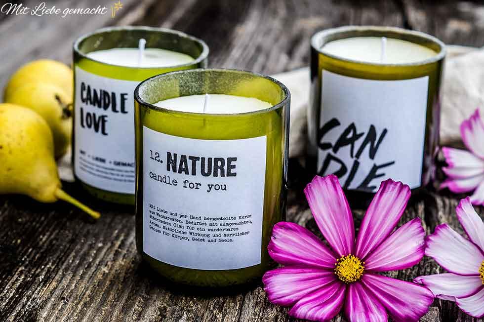 natürliche Kerzen in alten Flaschen