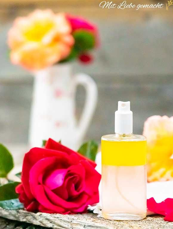 Gesichtspflege mit Rosen als Schüttellotion