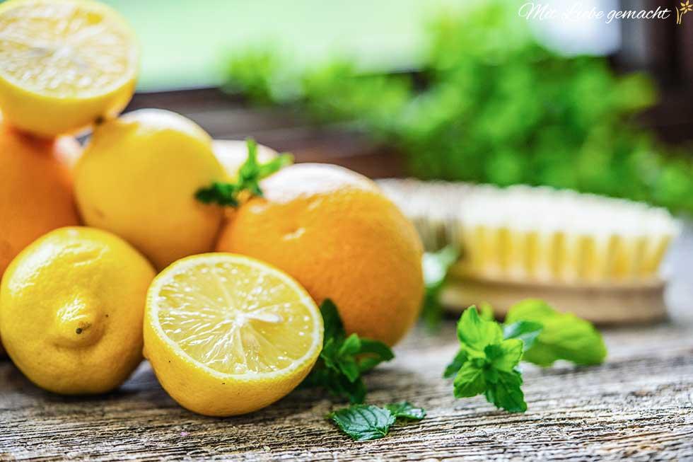 Zitronen- und Orangenschalen für Reinigungskraft